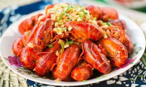 小龙虾疯狂上市 吃货们需要有节制