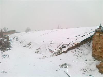提醒!大雪纷飞 蔬菜大棚被压垮要这样做