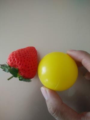 这是一张关于红颜草莓 30克以上的产品图片