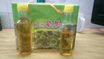 这是一张关于夏威夷果油的产品图片