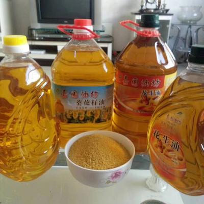 这是一张关于熟榨葵花油的产品图片