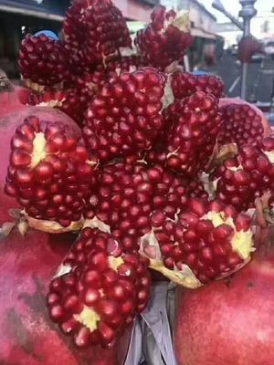 新疆维吾尔自治区和田地区皮山县皮亚曼石榴 0.6 - 0.8斤
