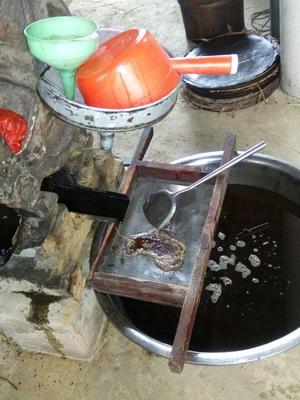 这是一张关于白花茶山茶油的产品图片