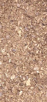 这是一张关于菜籽饼饲料的产品图片