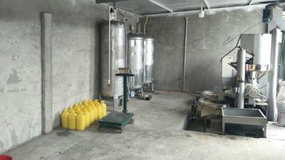 这是一张关于冷榨花生油 的产品图片