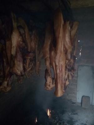 这是一张关于黑毛土猪腊肉 箱装 的产品图片