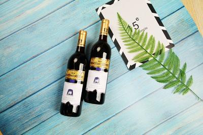 这是一张关于葡萄酒 10-15度 的产品图片