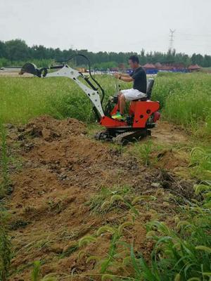 山东省济宁市任城区挖掘机  08型挖机小型挖掘机