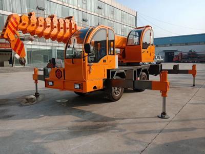 山东省济宁市任城区小型车  6-25吨自制吊车