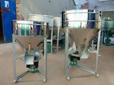 这是一张关于饲料搅拌机 的产品图片