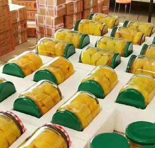 农家黄桃罐头,舌尖上的美味。甘甜可口,新鲜绿色,桃味十足。