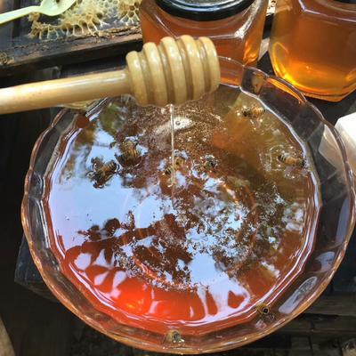 这是一张关于野生蜂蜜 玻璃瓶装 100% 2年以上的产品图片