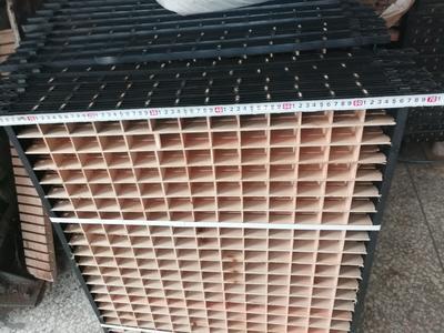 广西壮族自治区河池市宜州市塑料边框方格簇