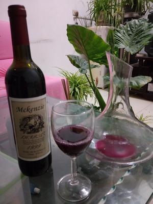 这是一张关于葡萄酒的产品图片