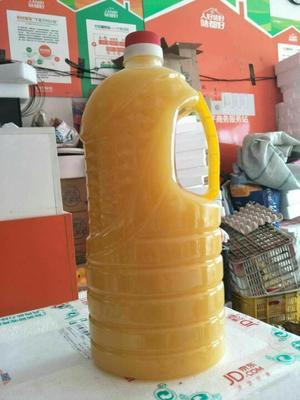 这是一张关于纯真花生油的产品图片