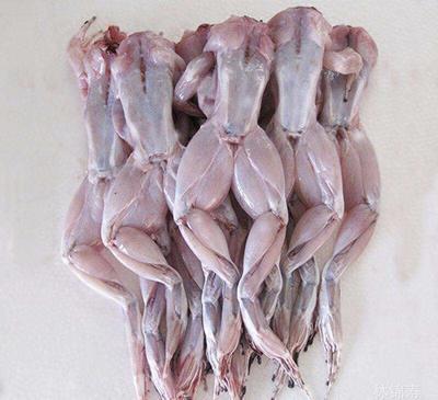 这是一张关于冰冻牛蛙的产品图片