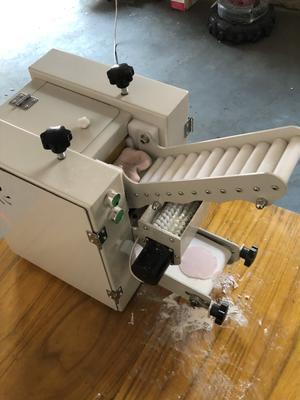 这是一张关于饺子皮机 的产品图片