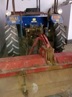这是一张关于四轮拖拉机的产品图片