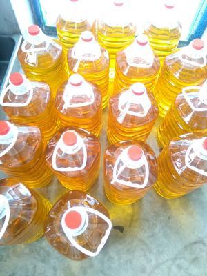 这是一张关于农家小炸花生油的产品图片