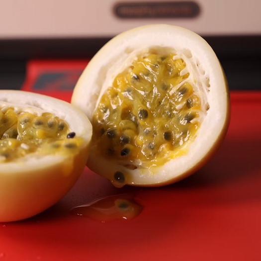 正宗原产地黄金百香果芭乐味峰蜜味基地直供中大果5-7个